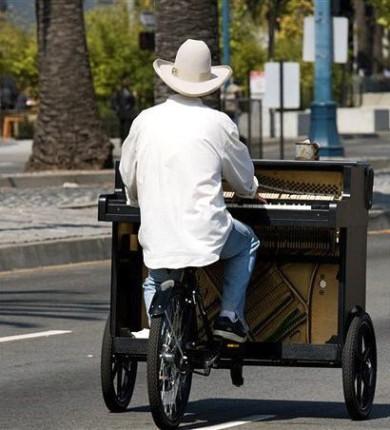 bike-pianist