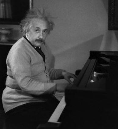 EinsteinAtPiano,1933